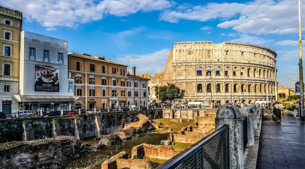 Colosseum billede taget fra lidt afstand af